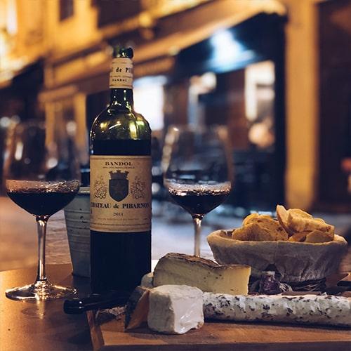 Vin Chateau Pibarnon et fromage - Bar Café Saint-Jacques